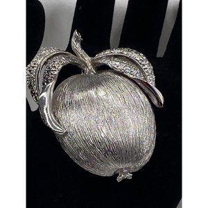 Jewelry Vintage Sarah Coventry brooch/earrings set